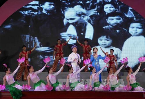 胡志明主席诞辰127周年纪念活动在各地举行 - ảnh 1