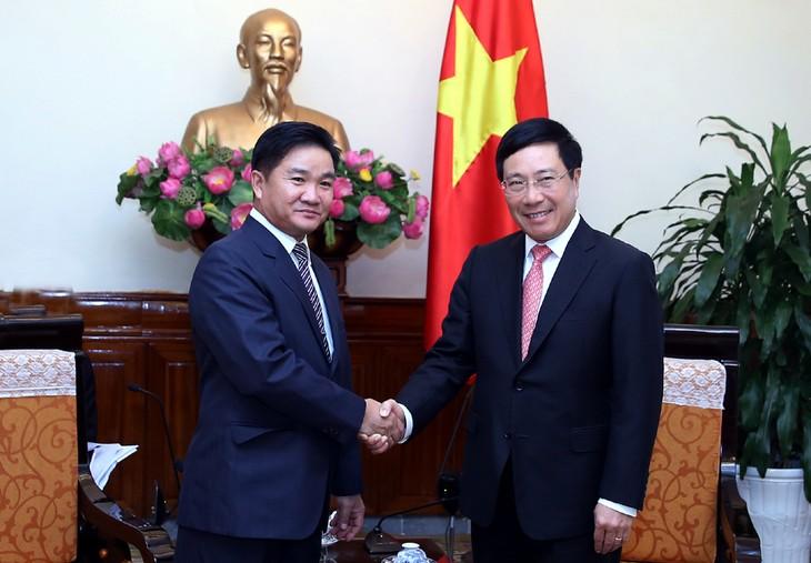 越南政府副总理兼外长范平明会见古巴和老挝代表团 - ảnh 2