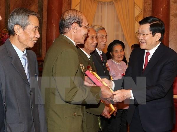 ประธานประเทศ เจืองเติ๊นซาง ให้การต้อนรับคณะผู้ที่บำเพ็ญประโยชน์ต่อชาติบ้านเมืองของจังหวัดห่านาม - ảnh 1