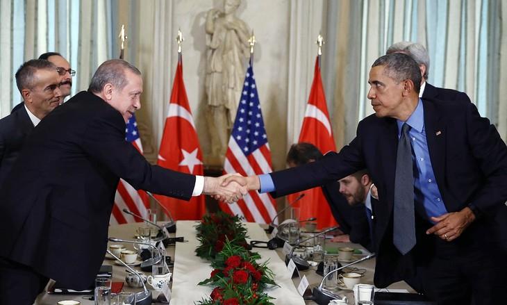สหรัฐอเมริกาและตุรกียืนยันที่จะร่วมมือกันในการต่อต้านกลุ่มไอเอส - ảnh 1