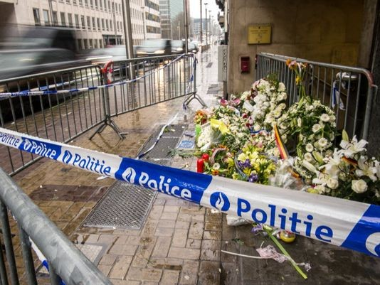 มีผู้เสียชีวิตชาวอเมริกันเพิ่มอีก 2 คนจากเหตุโจมตีก่อการร้ายในกรุงบรัสเซลส์ - ảnh 1