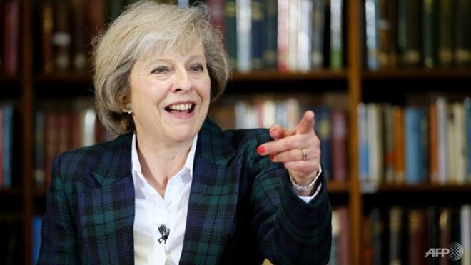 นางเทเรซา เมย์ นำหน้าในการลงคะแนนโหวตรอบแรกศึกชิงตำแหน่งนายกรัฐมนตรีอังกฤษ - ảnh 1