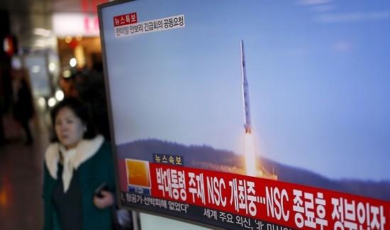 ญี่ปุ่นและสหรัฐประณามการยิงขีปนาวุธนำวิถีของเปียงยาง - ảnh 1