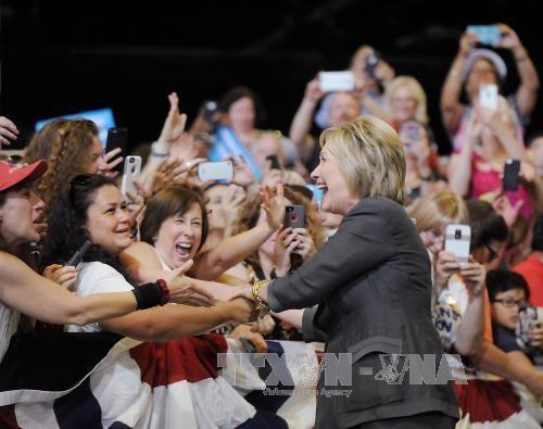 นาง คลินตัน เป็นตัวแทนพรรคเดโมแครตในศึกชิงตำแหน่งประธานาธิบดีสหรัฐอย่างเป็นทางการ - ảnh 1