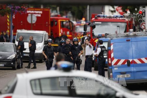 ฝรั่งเศสระบุชื่อผู้ก่อเหตุจับตัวประกันในโบสถ์ - ảnh 1