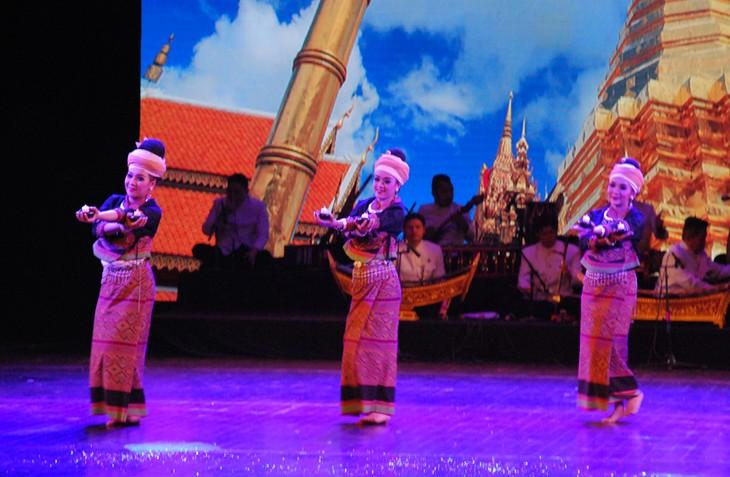 งานวันวัฒนธรรมไทยในเวียดนาม - ảnh 30