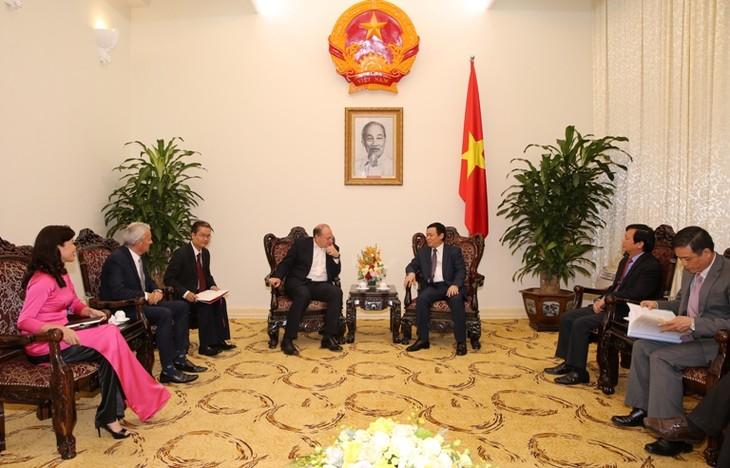 เวียดนามตั้งเป้าเป็นประเทศสมาชิกอาเซียนแถวหน้าในด้านบรรยากาศการลงทุน  - ảnh 1