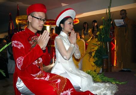 El Ao Dai enorgullece a Vietnam - ảnh 9