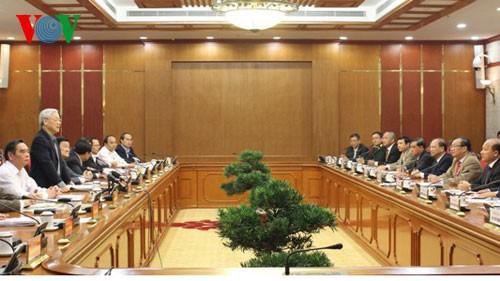 Líder partidista orienta el desarrollo de la provincia de Binh Thuan - ảnh 1
