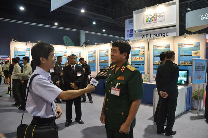 Vietnam participa en exhibición de Seguridad y Defensa de Asia 2013 - ảnh 1