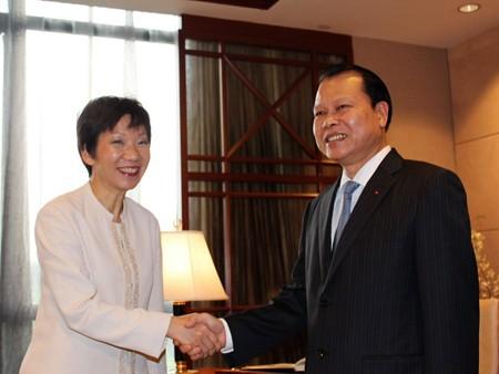 Vietnam consulta experiencias de Singapur en gestión financiera e integración en TPP - ảnh 1