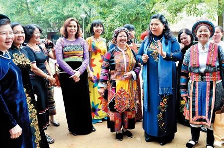 Vietnam progresa en igualdad de género en comunidad de minorías étnicas  - ảnh 1