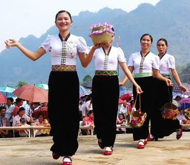 """Danza """"xòe"""" – lenguaje de sentimientos de las muchachas Thái en Mường So - ảnh 1"""