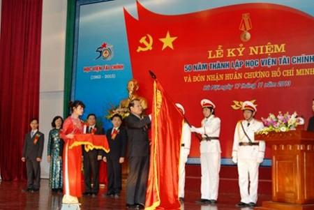 Conmemoran en Vietnam el Día Nacional del Maestro  - ảnh 1