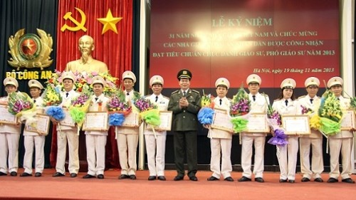 Vietnam honra a maestros nacionales - ảnh 1