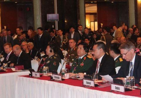 Varios países interesados en impulsar cooperación en defensa con Vietnam  - ảnh 1