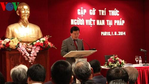 Intelectuales vietnamitas en Francia desean aportar al desarrollo del país natal - ảnh 1