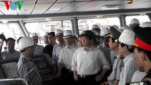 Premier vietnamita revisa construcción de nuevos buques de administración pesquera  - ảnh 1