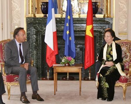 Políticos franceses apoyan soluciones pacíficas para asunto del Mar Oriental - ảnh 1