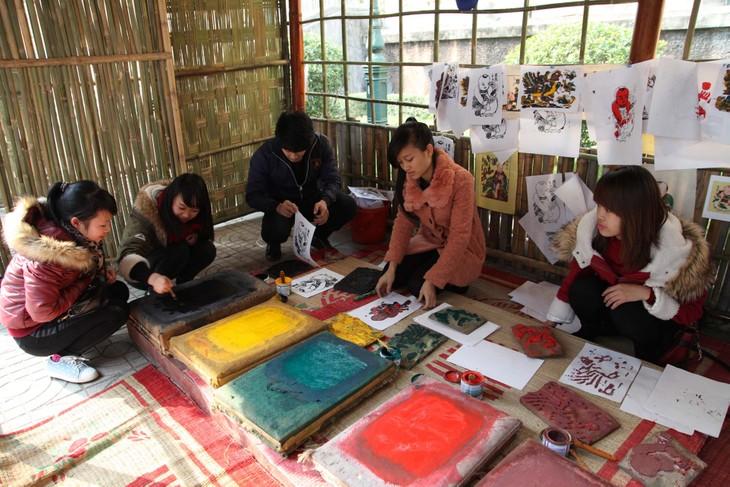 Aldea de pintura de Dong Ho, lugar que guarda el alma nacional en papel rojo - ảnh 4