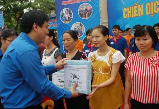 Jóvenes vietnamitas se integran a la Campaña de voluntario de verano 2014 - ảnh 1