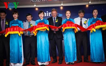 Ponen en marcha primer planta en Vietnam de compañía tecnológica británica Laird - ảnh 1