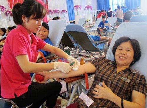 Reconocen los 100 ciudadanos más sobresalientes en la donación de sangre - ảnh 1