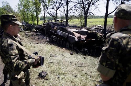 Ucrania considera aplicación de ley marcial en algunas localidades orientales - ảnh 1