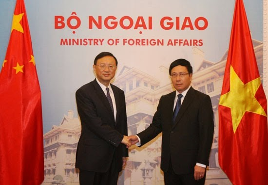 Máximos dirigentes vietnamitas dialogan con el consejero de Estado chino  - ảnh 2