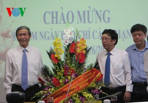 Honran la prensa revolucionaria y los periodistas de Vietnam - ảnh 1