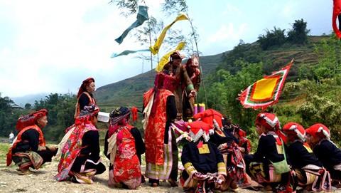 Singular ceremonia de étnicos vietnamitas - ảnh 5