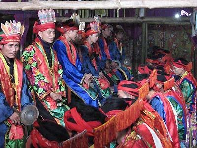 Singular ceremonia de étnicos vietnamitas - ảnh 1
