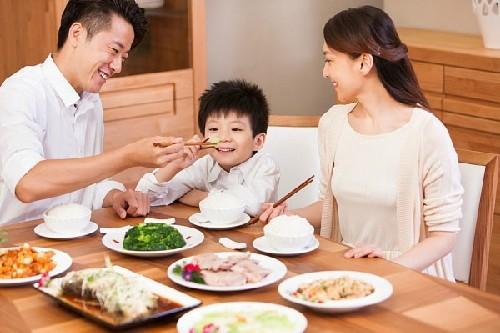 Los hanoyenses con la familia - ảnh 2