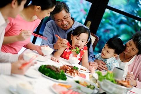 Diversas actividades para saludar el Día Nacional de la Familia de Vietnam - ảnh 1