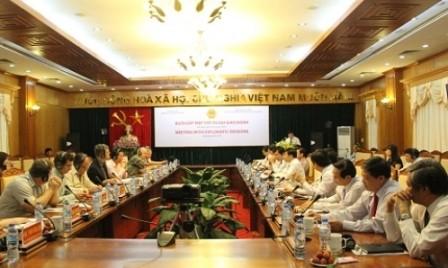 Embajadas en Hanoi buscan oportunidades de cooperación en exportación agrícola - ảnh 1