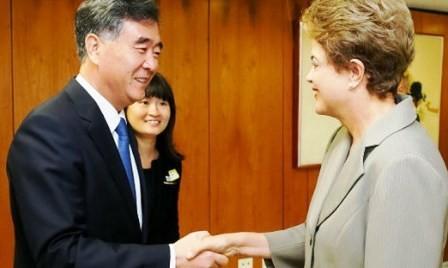 Se reúnen dirigentes de Brasil y China  - ảnh 1