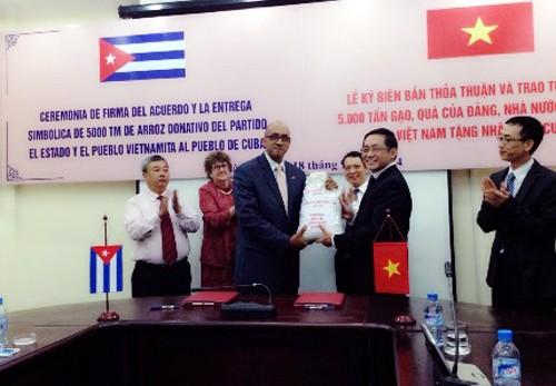 Vietnam mantiene apoyo y solidaridad invariable con pueblo hermano de Cuba - ảnh 1