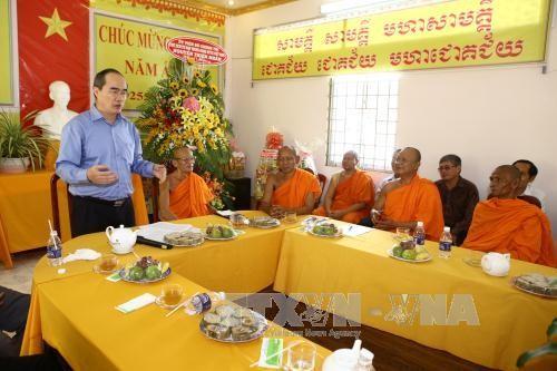 Jefe del Frente de la Patria comparte alegría con los jemeres vietnamitas en su fiesta de Nuevo Año - ảnh 1