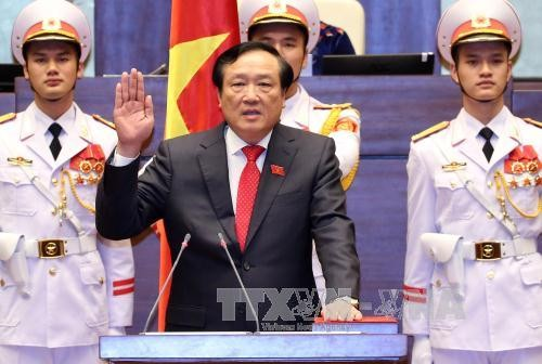 Parlamento vietnamita elige a nueva presidenta y otros dirigentes del país  - ảnh 1