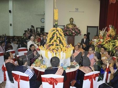 Fiesta tradicional laosiana de Bunpimay celebrada en Hanoi - ảnh 1