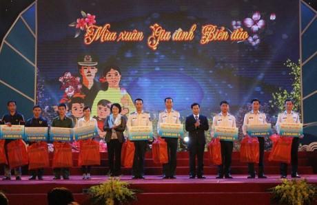 Programa artístico honra sacrificios de combatientes vietnamitas  - ảnh 1
