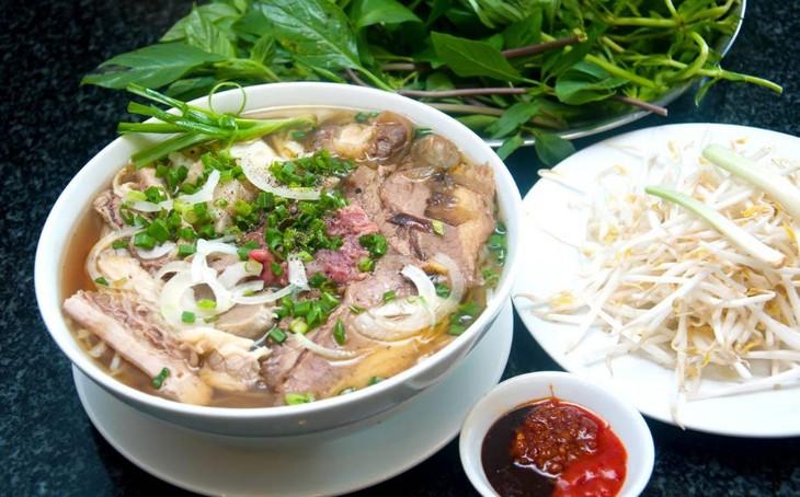Platos típicos vietnamitas en Festival de Gastronomía Callejero de Praga - ảnh 1