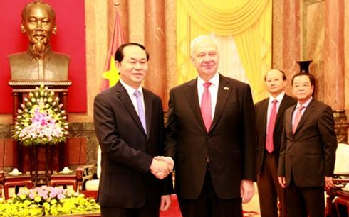 Presidente de Vietnam recibe a embajadores de Rusia y Japón - ảnh 1