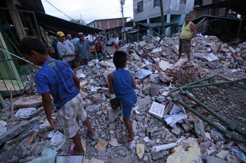 Aumenta cifra de muertos por terremoto en Ecuador - ảnh 1