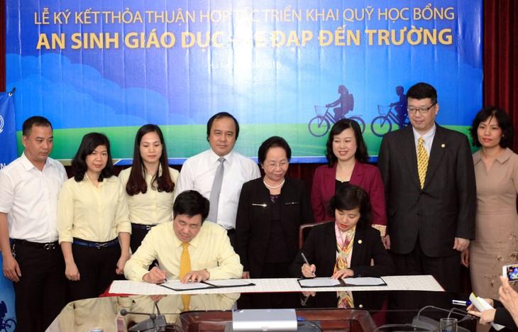 Firman en Vietnam acuerdo de cooperación en apoyo a los niños pobres - ảnh 1
