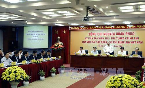 Primer ministro de Vietnam orienta a corporación petrolera nacional la superación de dificultades - ảnh 1