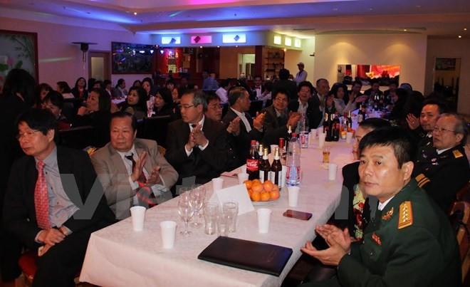 Vietnamitas en Alemania conmemoran aniversario 41 de la reunificación nacional - ảnh 1