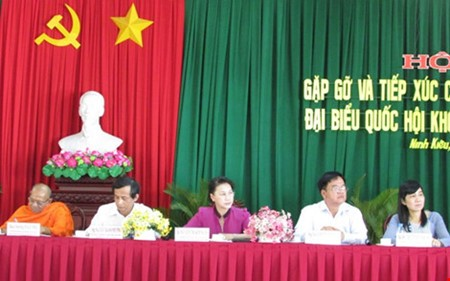 Candidatos a la Asamblea Nacional de Vietnam en contacto preelectoral con votantes - ảnh 1