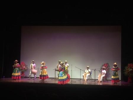 Música popular colombiana fascina al público en Hanoi  - ảnh 1
