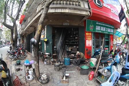 Un artesano del casco histórico de Hanoi - ảnh 1